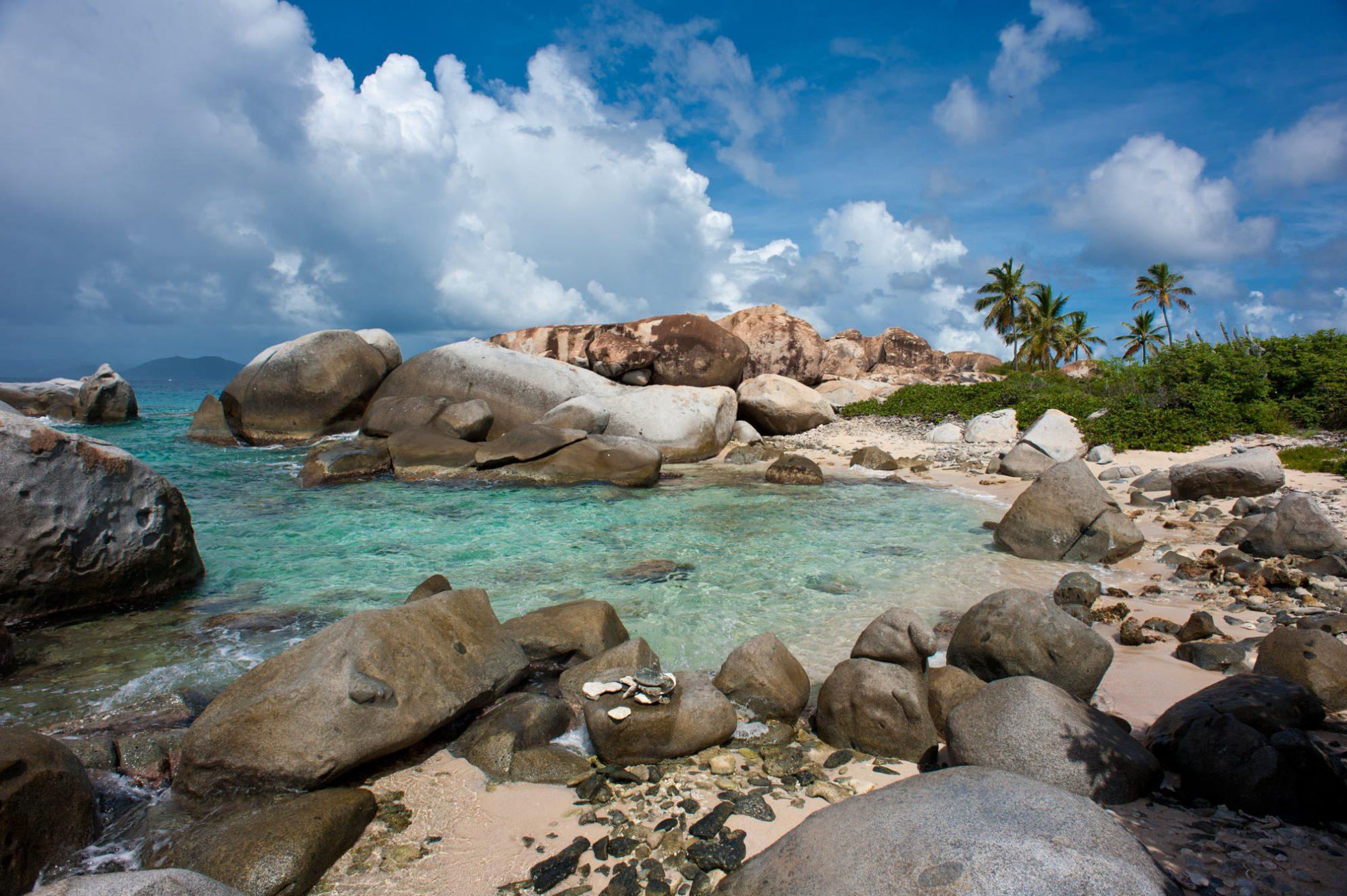 Огромные валуны острова Верджин-Горда