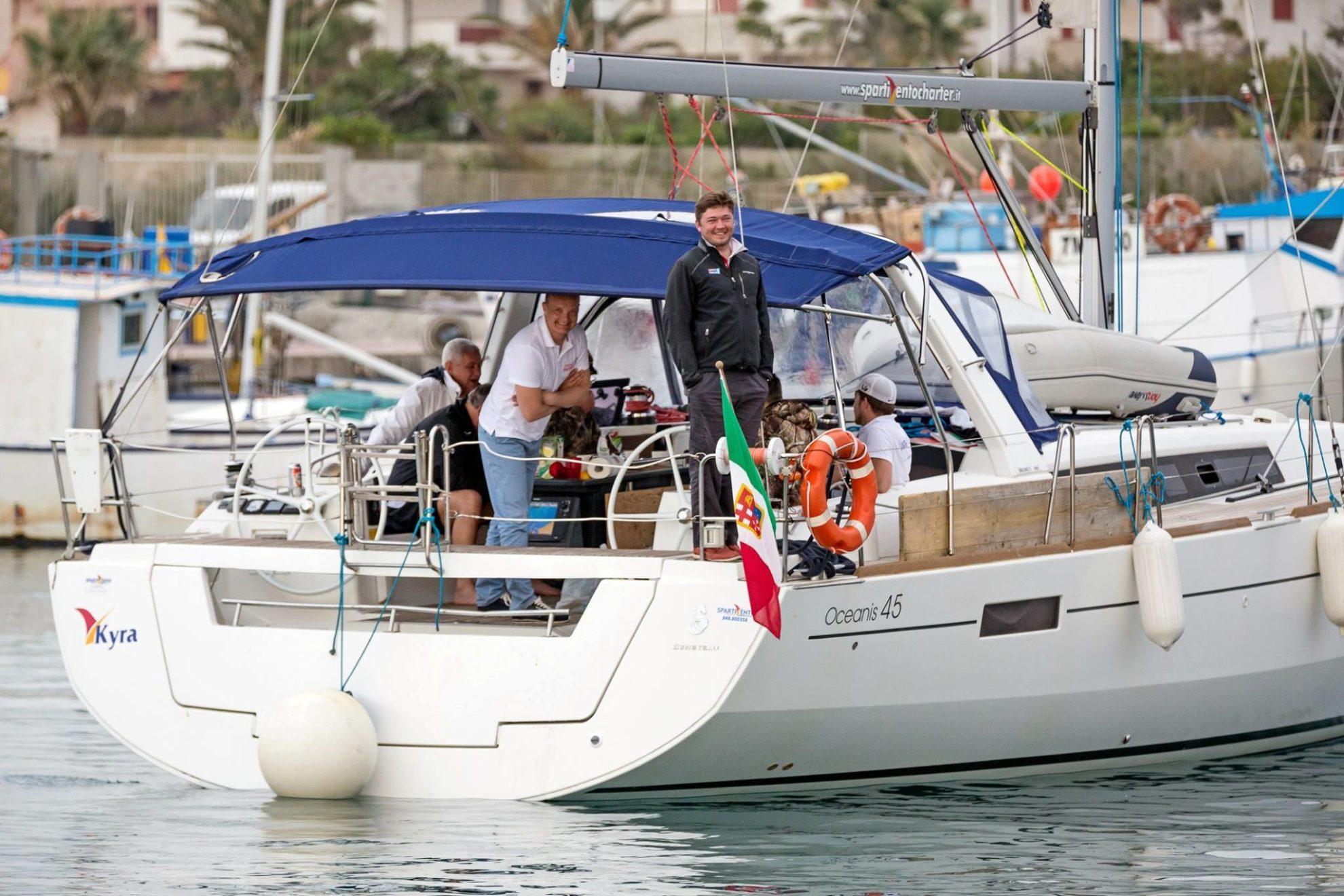 Сицилия. Яхты отходят из марины Портароса. OML 2016. Фото Олег Патрин.