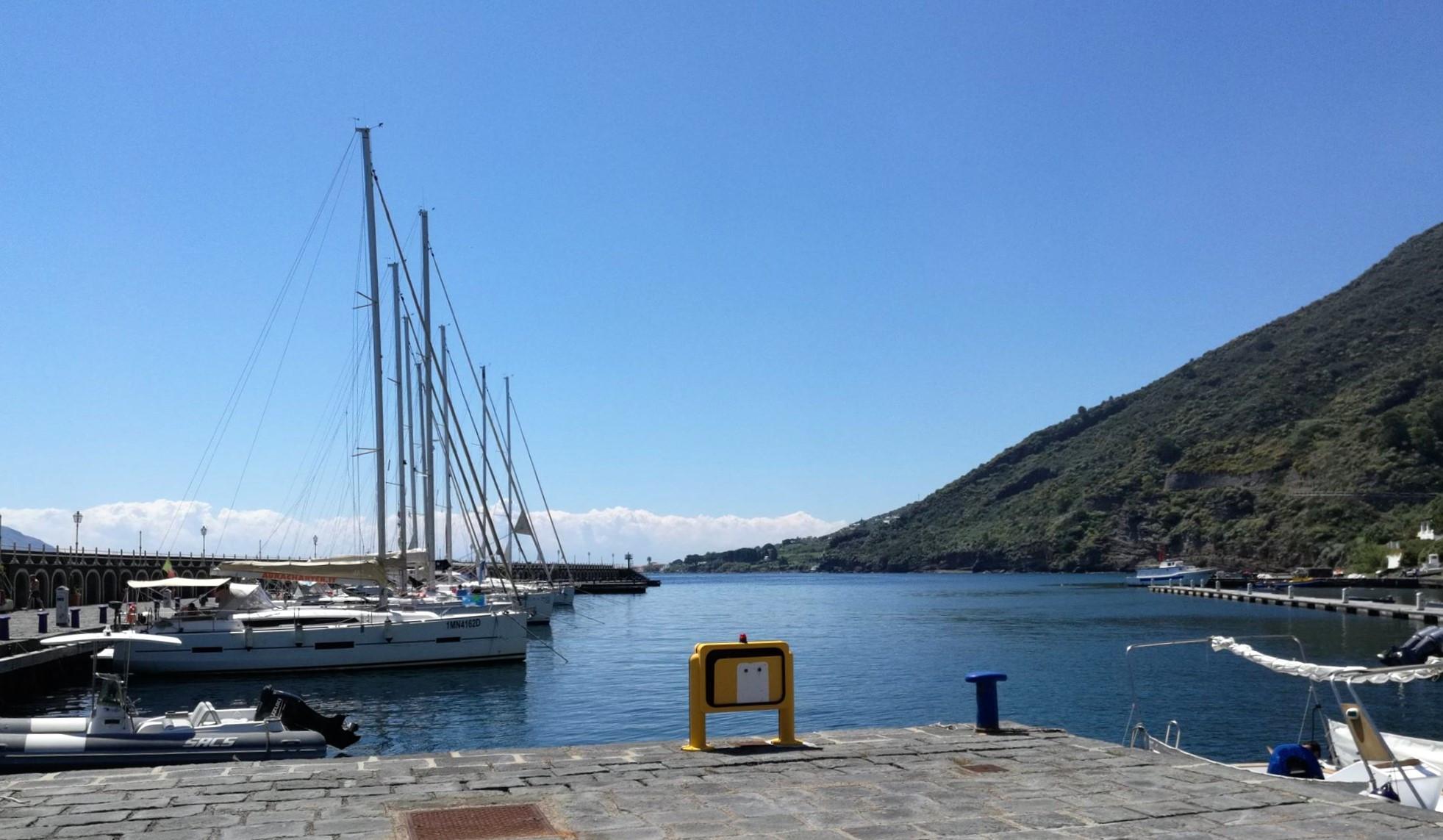 Марина острова Салина St. Maria Salina. Сицилия. регата OML 216. Фото А. Подколзин