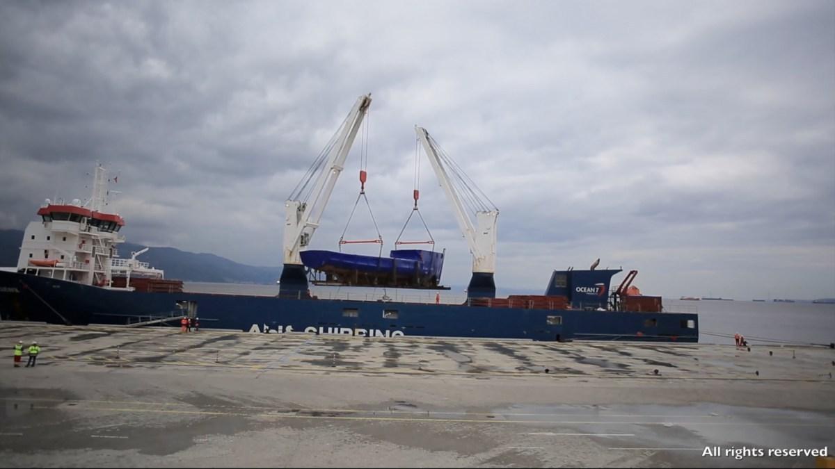 Калипсо прибыл в турецкий порт Измит