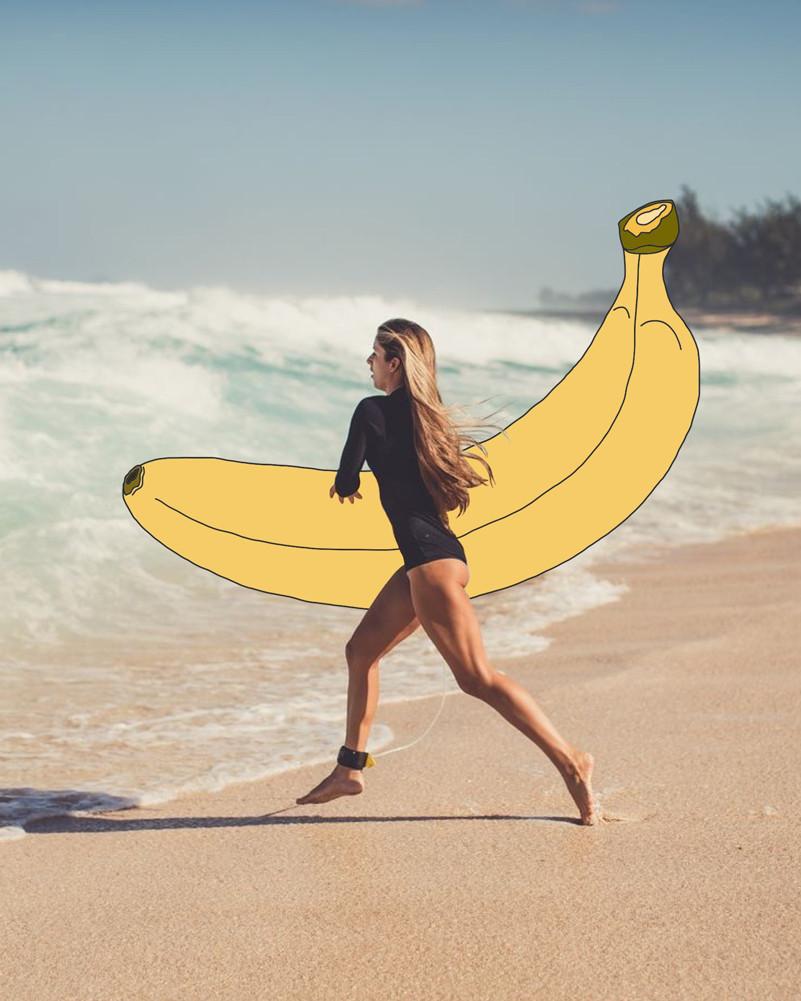 Серфингистка с бананом