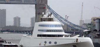 Для яхты миллиардера Мельниченко развели Тауэрский мост