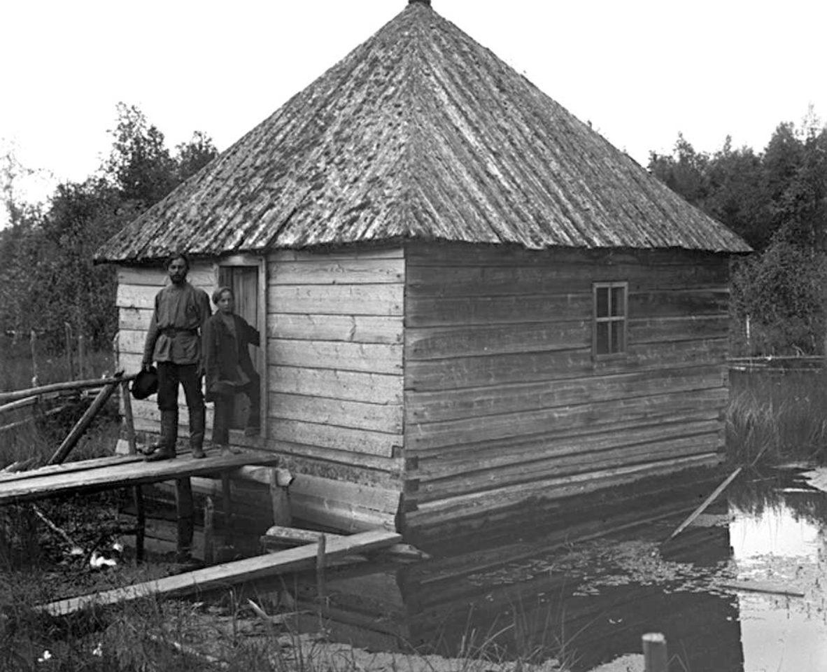 Исток Волги — ключ у деревни Волговерховье в Тверской области.