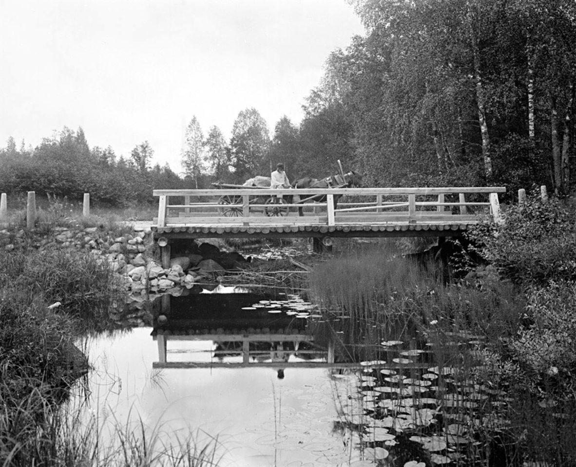 Общий вид третьего моста через реку Волгу. 1903 г. Тверская губерния.