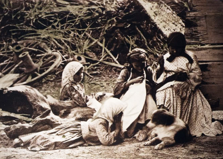 Девочки шьют платья. 1875-1876