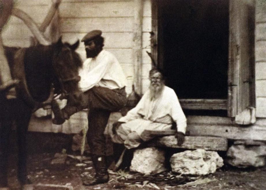 Казак запрягающий лошадь. 1875-1876