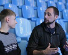 Школьник взял интервью у тренера дельфинария