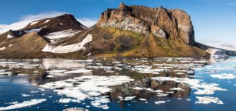Российские десантники впервые прыгнули в Арктике с высоты в 10 км