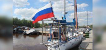 Побывавшая в Антарктиде яхта «Сибирь» продолжила путь от Санкт-Петербурга к Омску