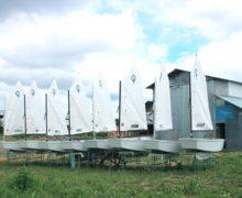 Юные корабелы построили флотилию «Оптимистов»