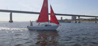В Волгограде по акватории Волги прошел «строй» яхт