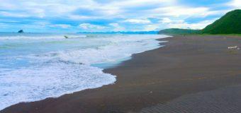Журналист искупался в Тихом океане: что сейчас происходит на отравленном пляже