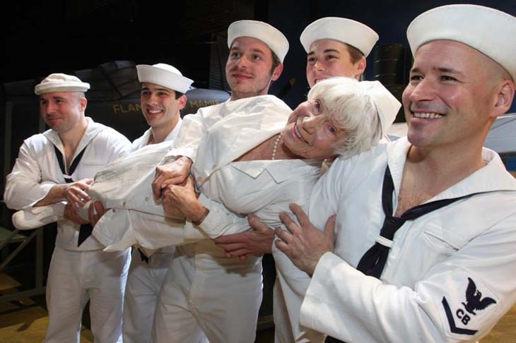медсестра эдит шэйн  с фотографии поцелуй