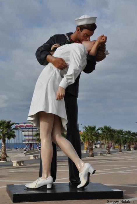 скульптура поцелуй в италии