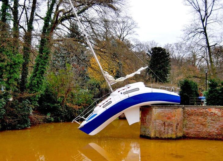 гнутая яхта