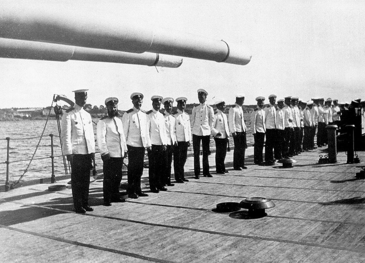 Офицеры на палубе линкора «Евстафий»