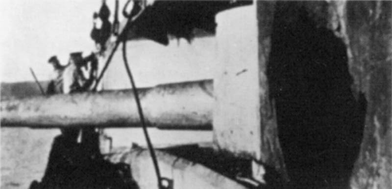 Пробоина каземата орудий Гёбена, бой у мыса Сарыч