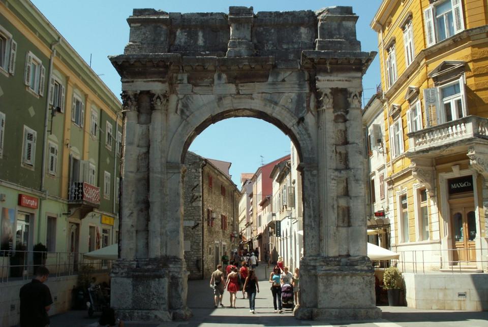 Триумфальная арка Сергиуса (Пула, Хорватия)