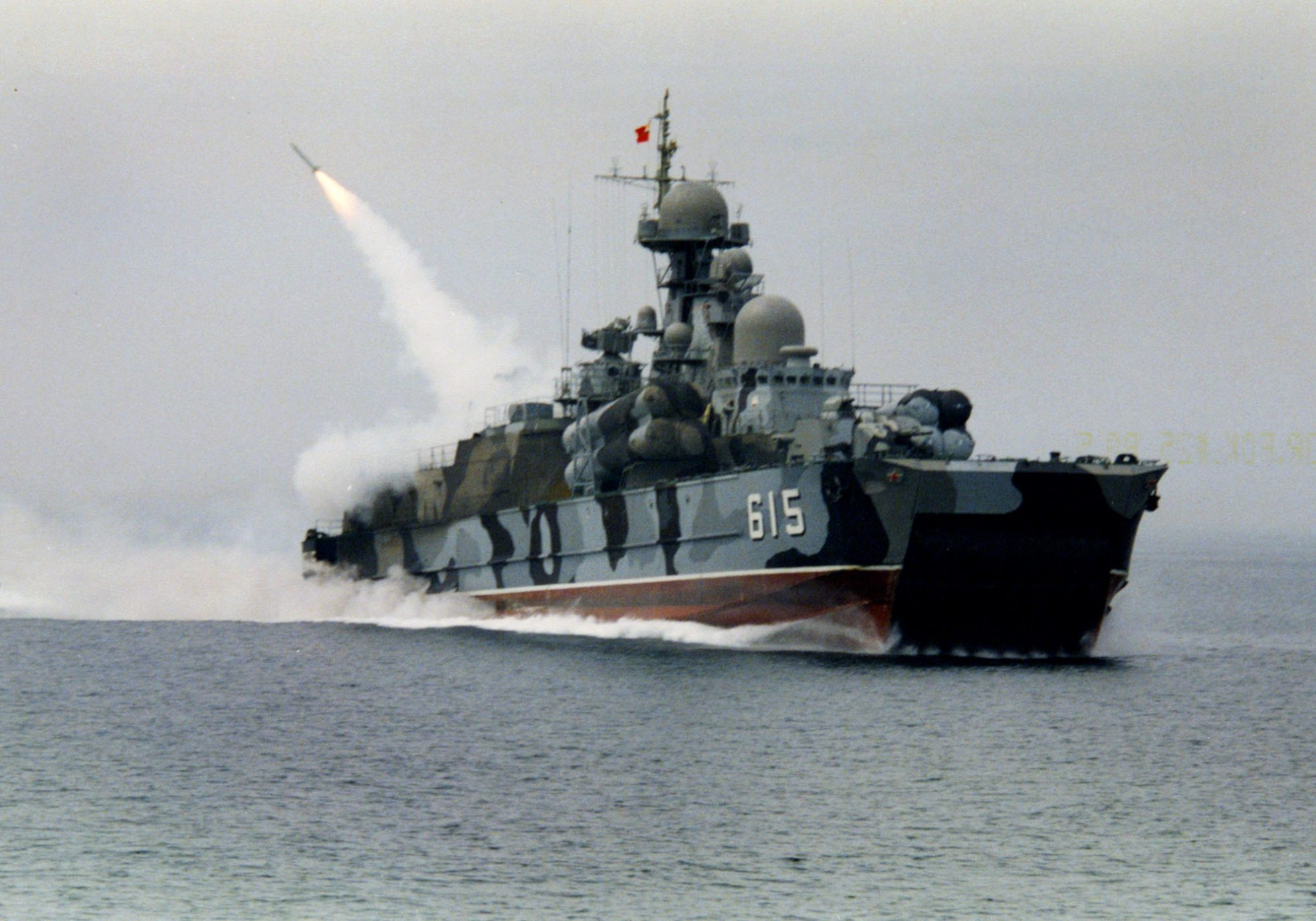 Пуск зенитной ракеты «Оса» с РКВП «Бора»