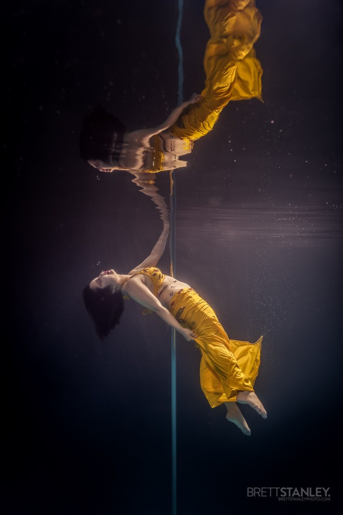 стриптиз под водой, танец на пилоне