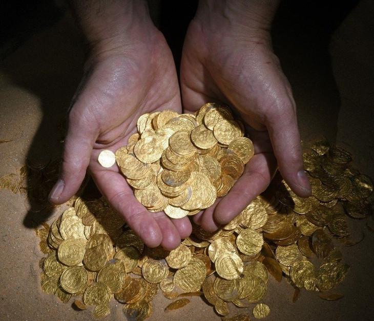 клад золотых монет на дне средиземного моря