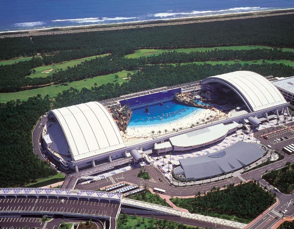 """самый большой аквапарк """"Seagaia Ocean Dome"""""""