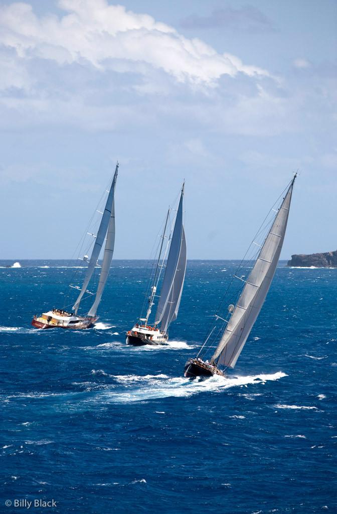 Яхты Helios, Antara  и Shamoun в первой гонке.