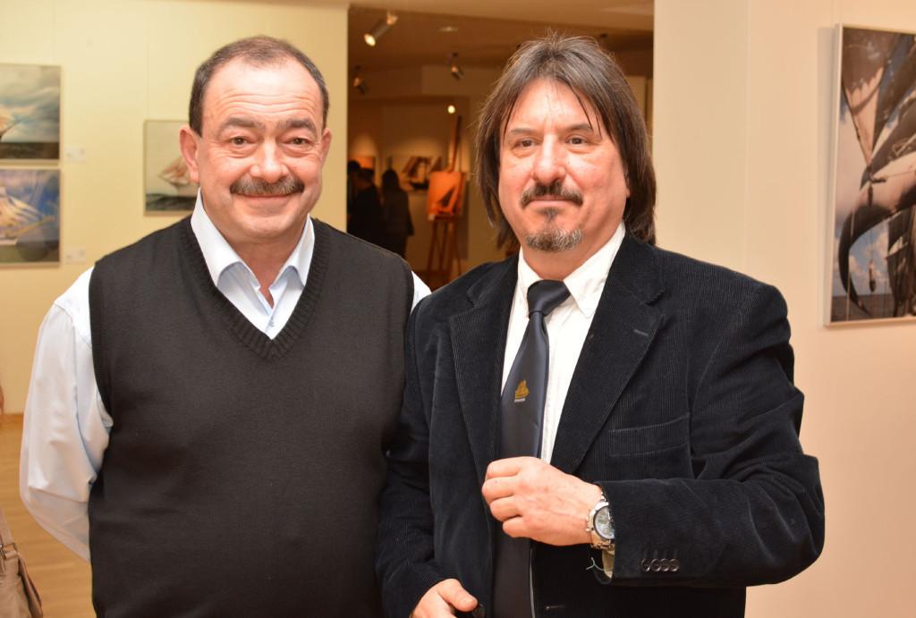 В залах выставки - путешественник и тележурналист Михаил Кожухов и фотожурналист Юрий Масляев