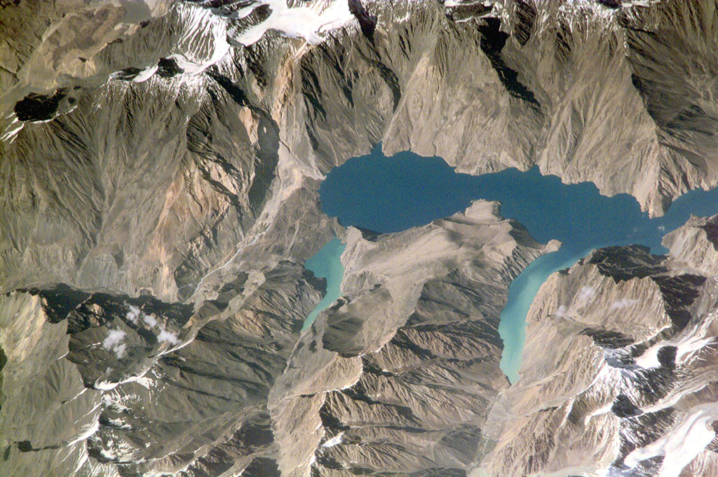 Озеро Сарез с высоты птичьего полета.