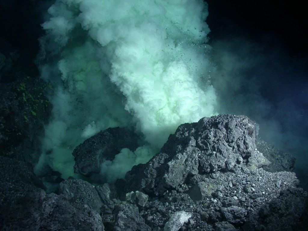 Подводный вулкан Фумарола.