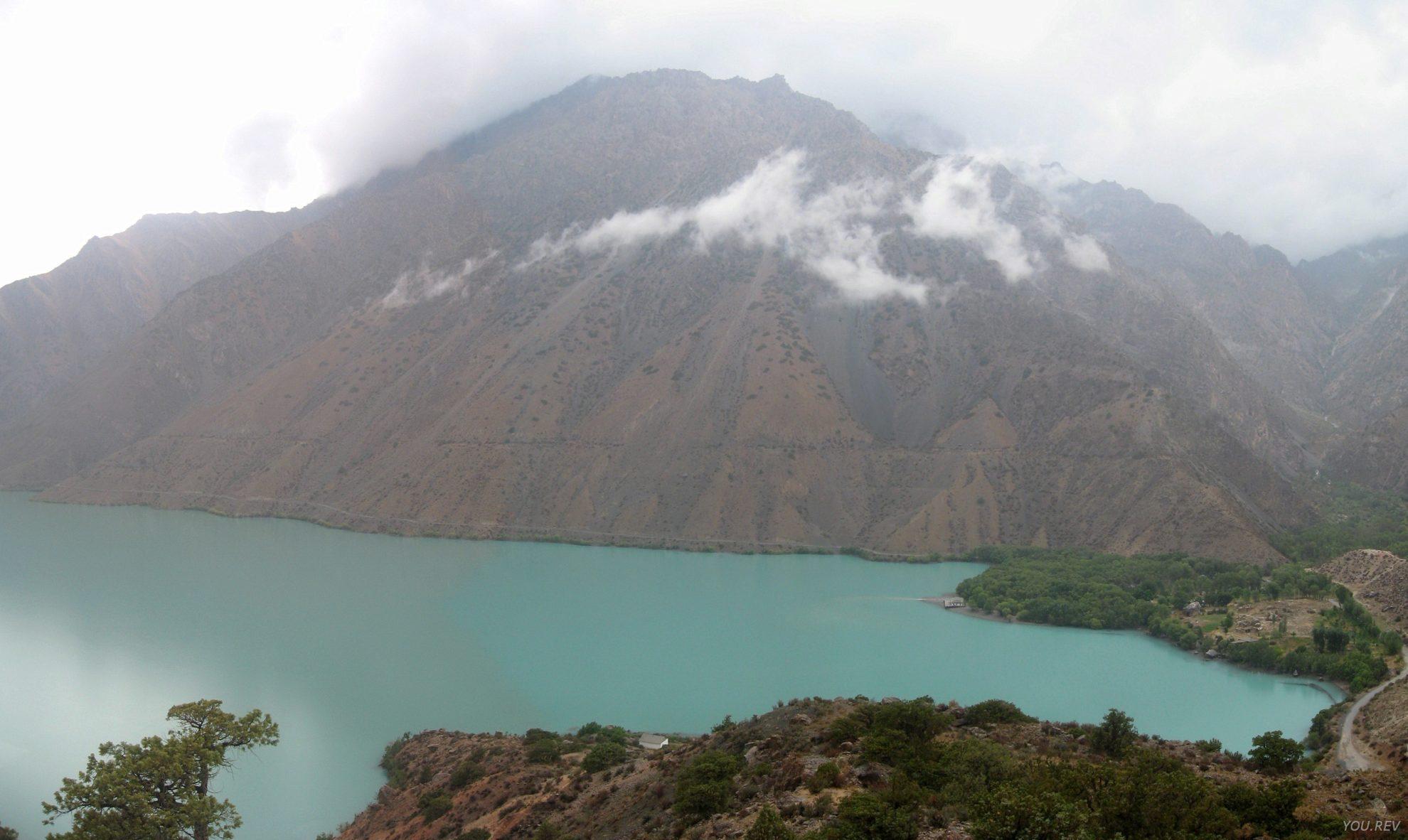 Величественное Озеро Искандеркуль