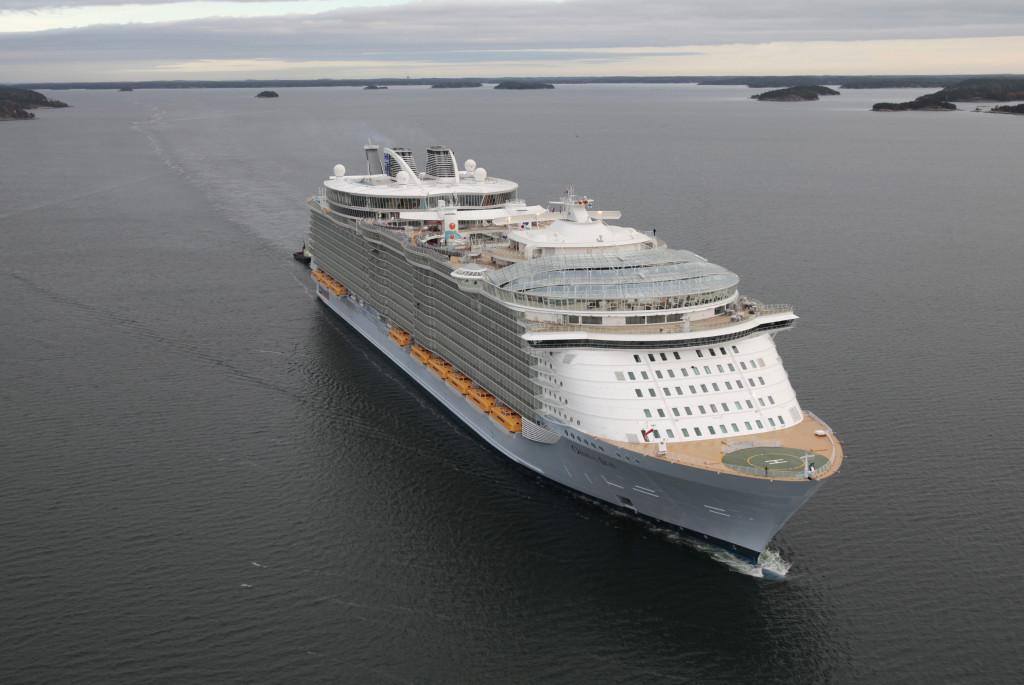 «Oasis of the Seas» покидает верфь, 2009 г.