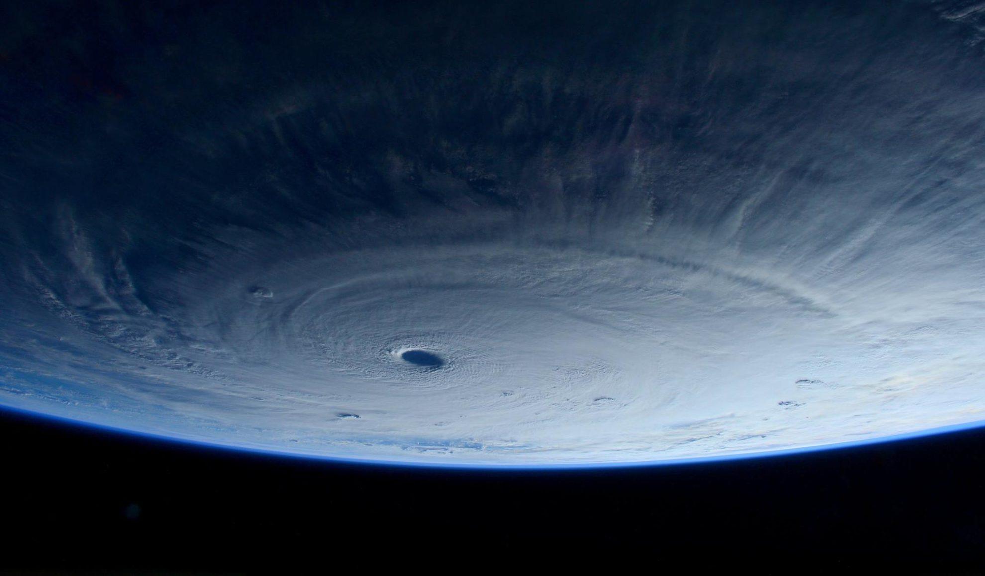 Тайфун  Майсак с борта МКС. Фотография Samantha Cristoforetti.