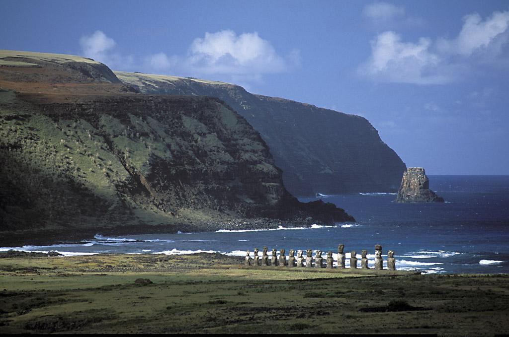 Вид на тихий океан. остров пасхи.