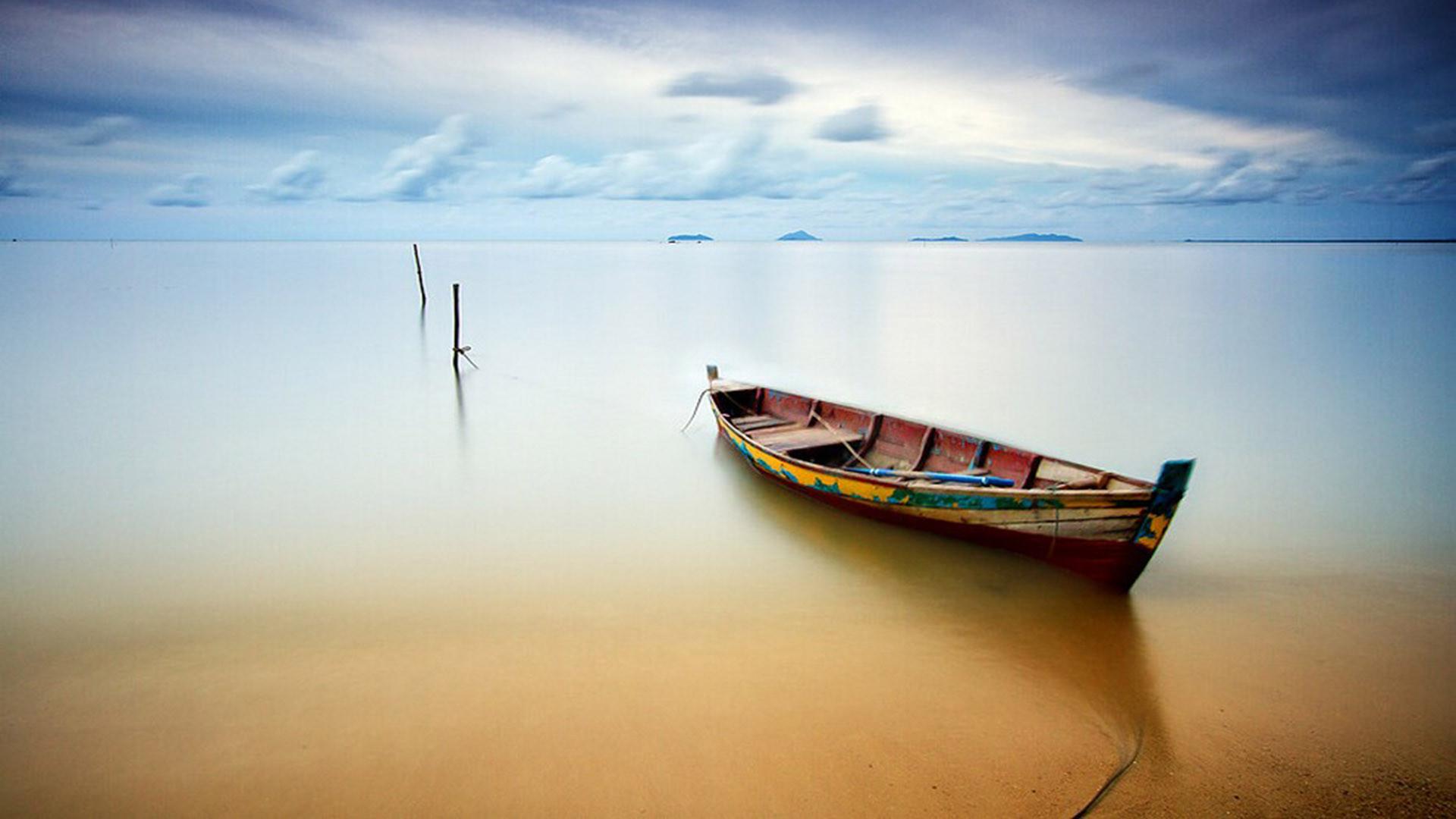 Лодка на привязи. фотограф: Бобби Бонг