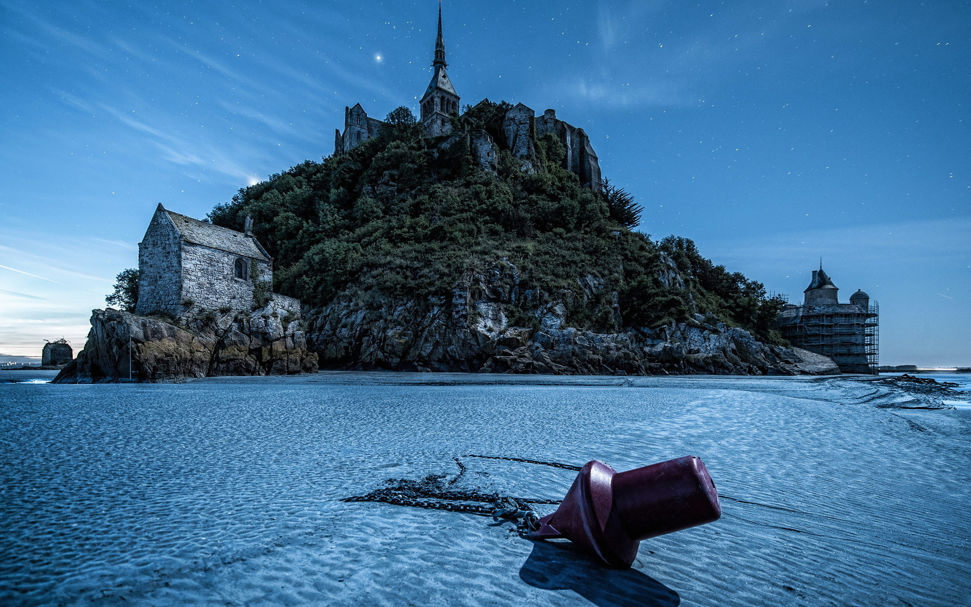 mount-st-michael-in-low-tide-under-stars-hdr-330818 (1)