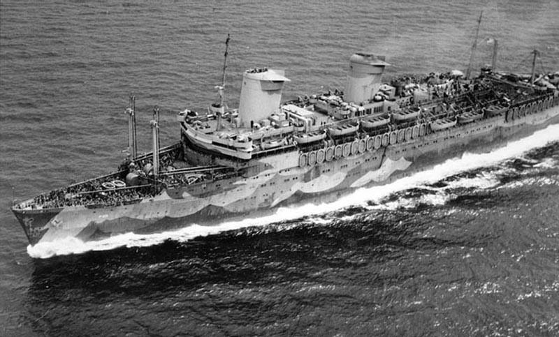 «Вест Пойнт» на полном ходу – высокая скорость судна в какой-то степени защищала его от вражеских подводных лодок.