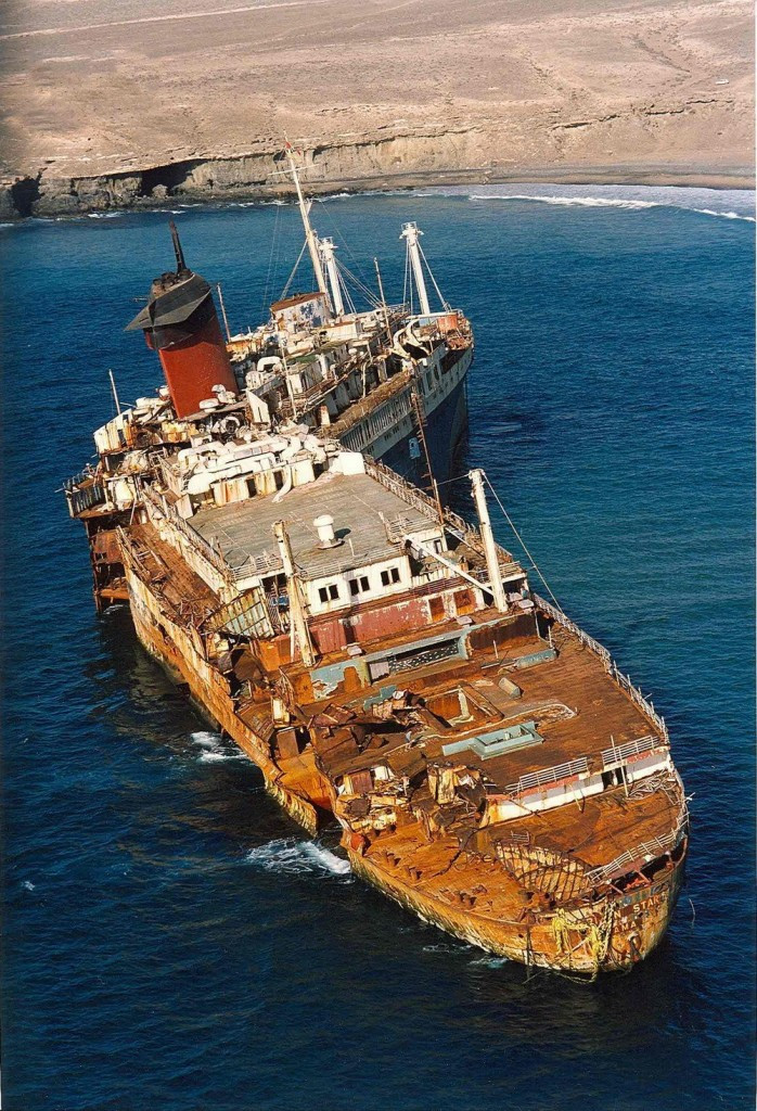 После посадки на мель «Америкэн Стар» разломился на две части.