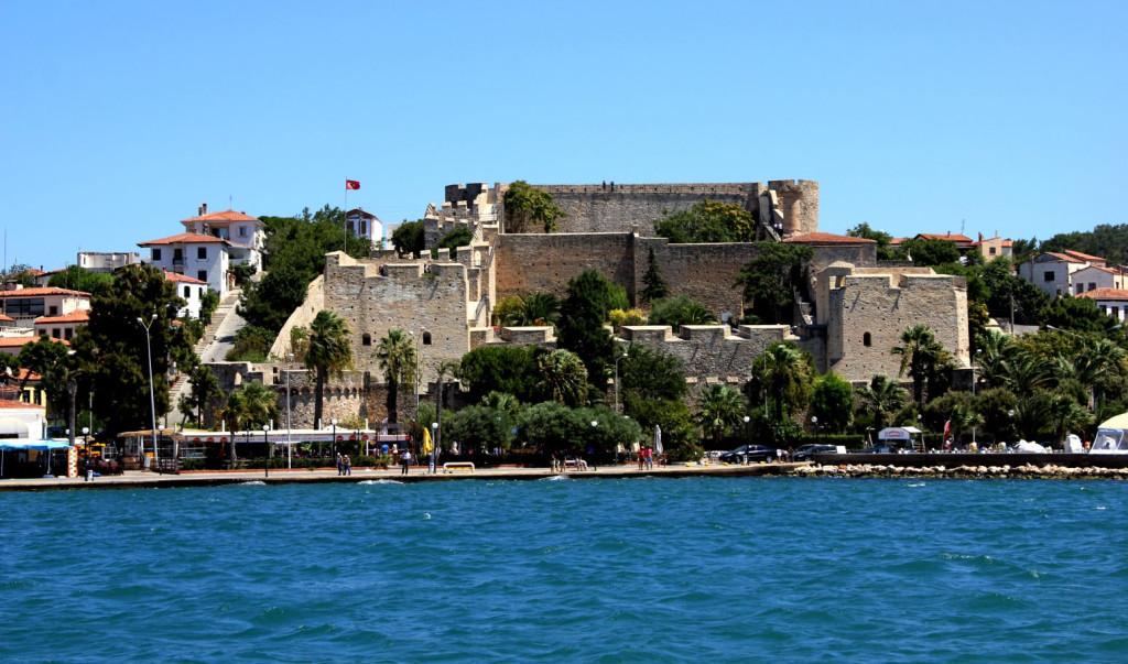 Владения Турции в Эгейском море были сильно укреплены. Эта хорошо сохранившаяся цитадель была возведена в Чесме (Чешме) ещё в 1508 г. Фото: Сергей Апрелев