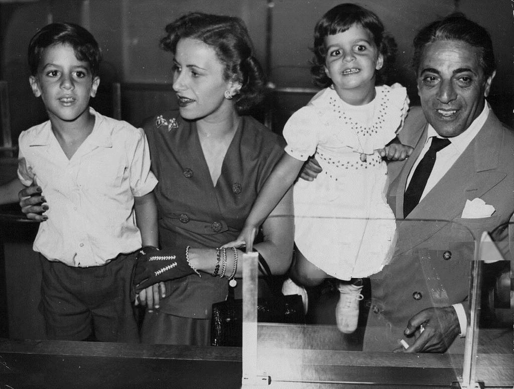 Аристотель Онассис с первой женой Тиной и детьми – сыном Александром и дочерью Кристиной