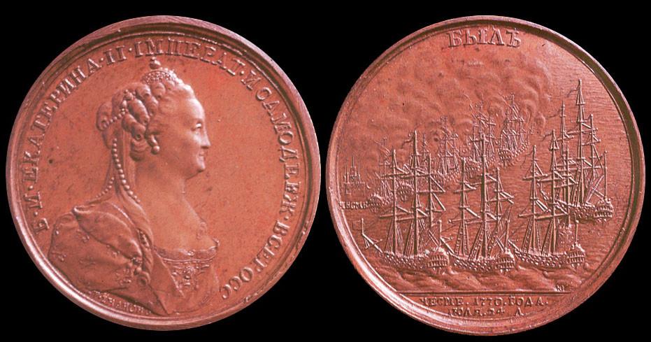По указанию Екатерины II «в память сожжения при Чесме турецкого флота» была отчеканена медаль с лаконичной надписью: «Был». Ею наградили всех участников сражения