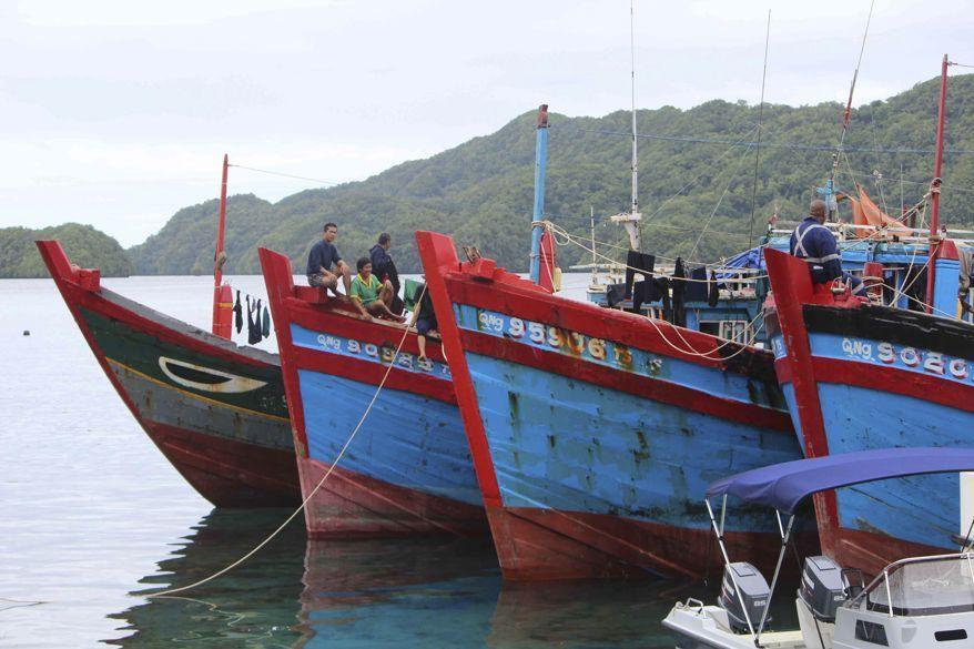 Вьетнамские рыболовные лодки еще под арестом. Фотография была сделана 10 июня.