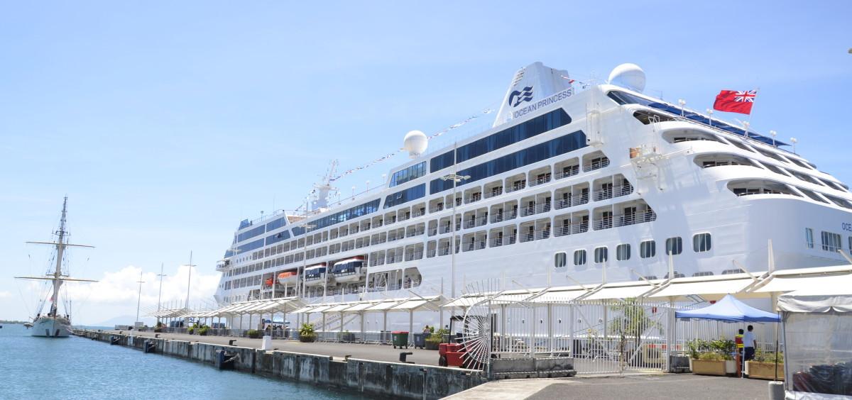 На острове Таити так же расположен международны морской порт Фаа