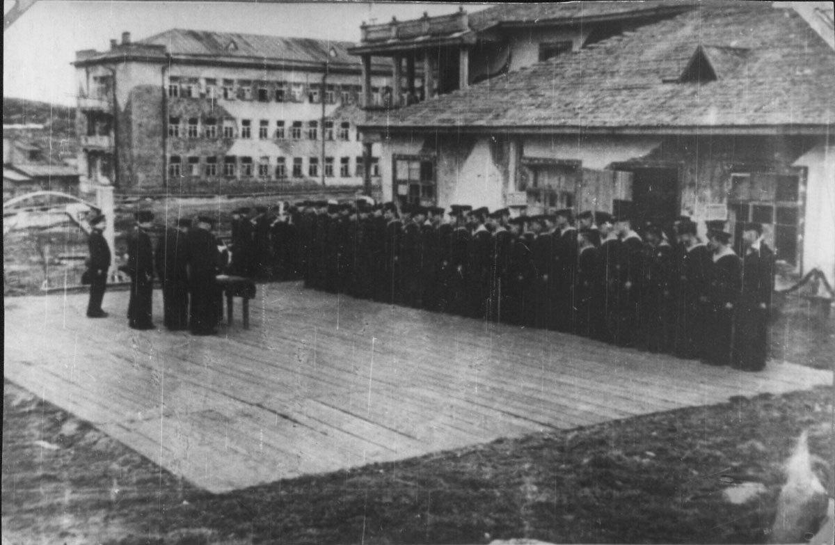 Награждение экипажа подводной лодки Северного флота С-56
