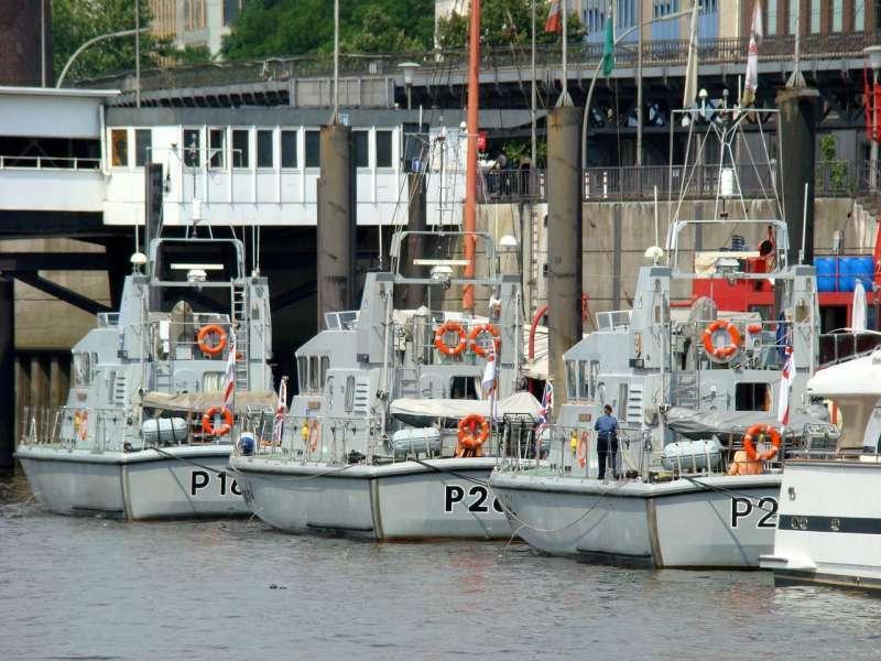 HMS Explorer P164, HMS Archer P264 and HMS Trumpeter P294 at Hamburg, 03.07.2008