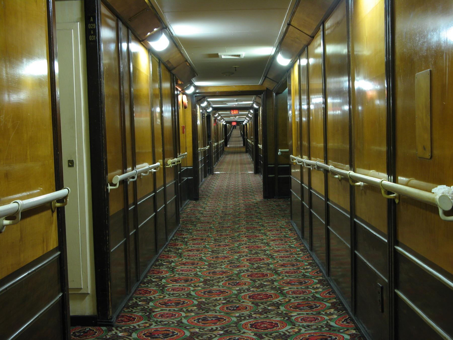 20081106015730!Queen_Mary_Hotel_Cabin_Corridor