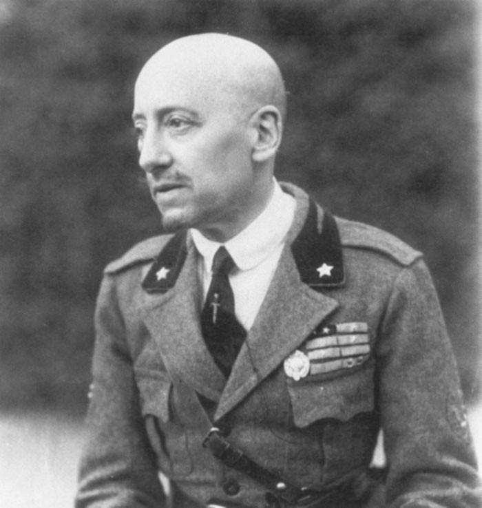 Габриэле д'Аннунцио в форме команданте