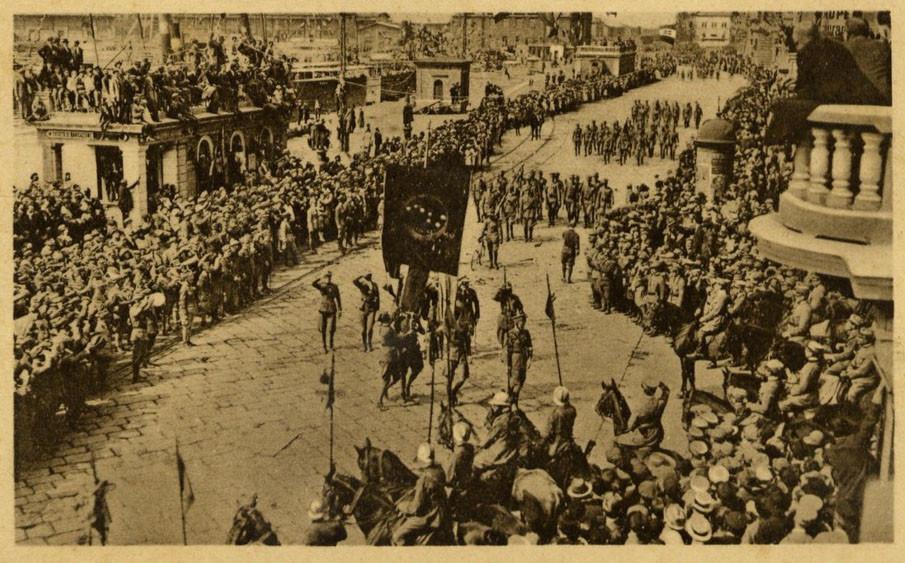Одно из торжественных шествий по улицам Фиуме, 1919-1920 гг.