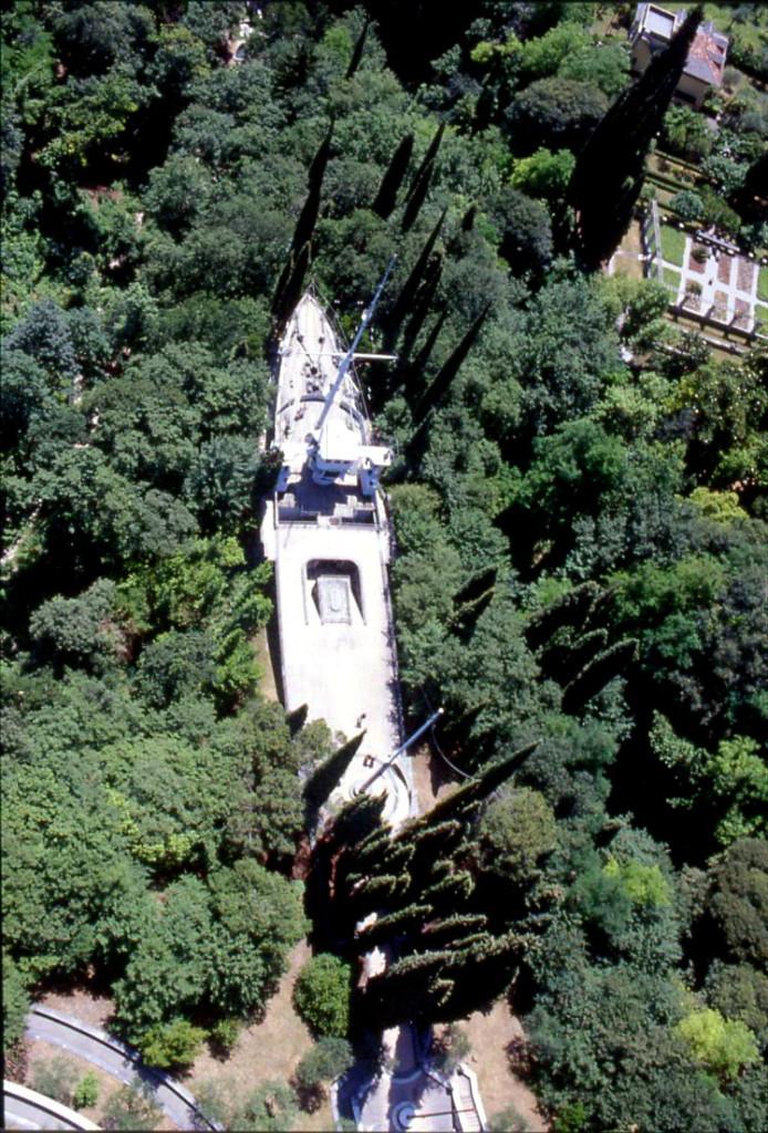 Крейсер «Пулья» на территорию виллы «Иль Витториале дельи Итальяни»