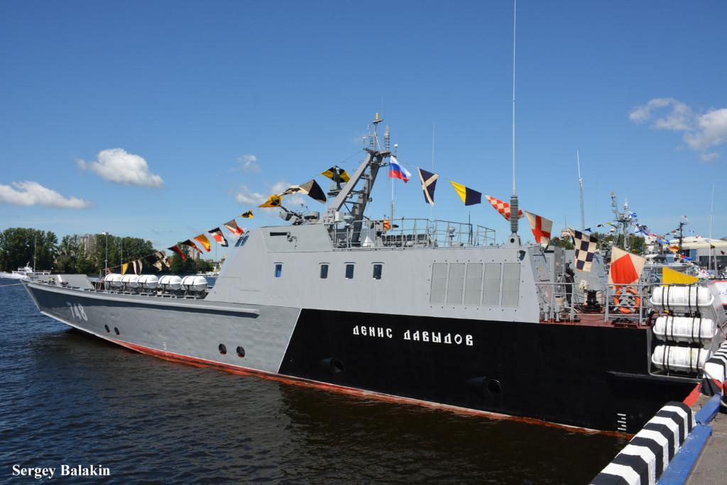 Скоростной десантный катер на воздушной каверне «Денис Давыдов» (проект 21820, шифр «Дюгонь»). На всеобщее обозрение судно выставлялось впервые